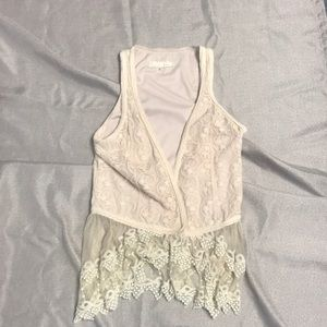 Tops - ⛄️❄️5 for $20❄️⛄️ Lace Vest